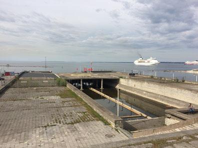 "Die ""Linnahall"" am Hafen: Bröckelnder Koloss"
