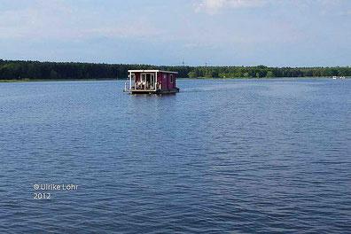 Hausboot unterwegs auf der Havel
