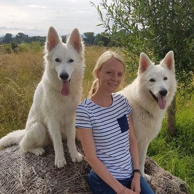Meine beiden Hunde Hiala und Fionn und ich