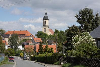 Rathaus und Kirche der Stadt Seifhennersdorf