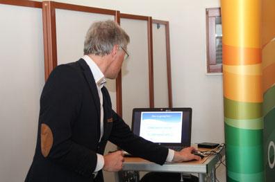 Wethouder Mieras doet de premiére van de Canons,  (foto HvdB)