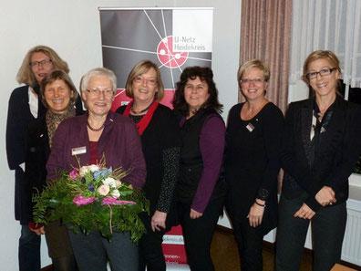 Foto neuer Vorstand vlnr: Renate Wrasse, Sabine Precht, Annette Günther, Irmtraud Tillot, Sabine Winter, Carola Fernau, Antje Diller-Wolff