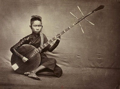 Female musician of the Royal Palace of Phnom Penh. Photo Emile Gsell. Second half of the 19th century
