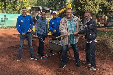 Oliver Buschmann, Christian Müller, Mirco Heinzinger, Jörg Banaszak und Peter Damitz (v.l.) haben der Baustelle auf unserer Anlage einen Besuch abgestattet.