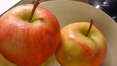 ~ Bild: Äpfelchen mit Logitech-Maus ☺☺ ~