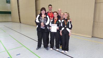 Mannschaft Klasse 2: Von links: Irina Frey, Stephan Sulski, Ursula Gastrop, Betreuer Peter Böhm, Manuel Kühnert und Andrea Schmidt