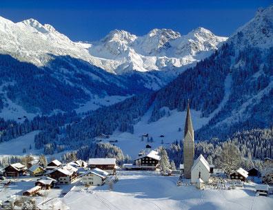 Blick auf Mittelberg; Foto Kleinwalsertal Tourismus eGen.