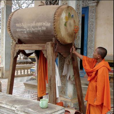 Le skor yeam du Vat Reach Bo (Siem Reap) en 2006. La peau est ornée d'un fleur de lotus peinte.