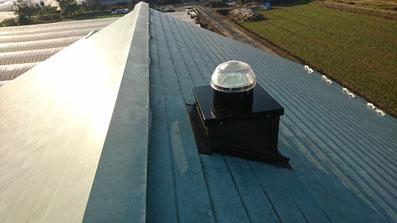 スカイライトチューブ 屋根取り付け画像