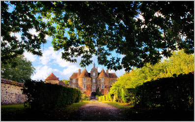 Le domaine équestre des Grilles est voisin du château de Ratilly