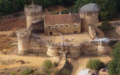 Le domaine équestre des Grilles est voisin du chantier médiéval de Guédelon