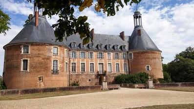 Le domaine équestre des Grilles est voisin du château de St Fargeau