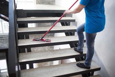 Treppenhausreinigung im Gebäuden