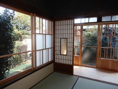 築90余年 古民家再生 木製建具 肘掛け窓と縁側