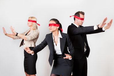 Persuasive Kommunikation: Blinde Schlafschafe tappen in die Falle: Online Schulung via Zoom oder Google Meet