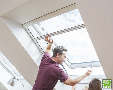 Insektenschutz-Rollo für Dachfenster, Fliegenrollo für Dachfenster, Neher-Insektenschutzrollo nach Maß bei Lamellen Junker