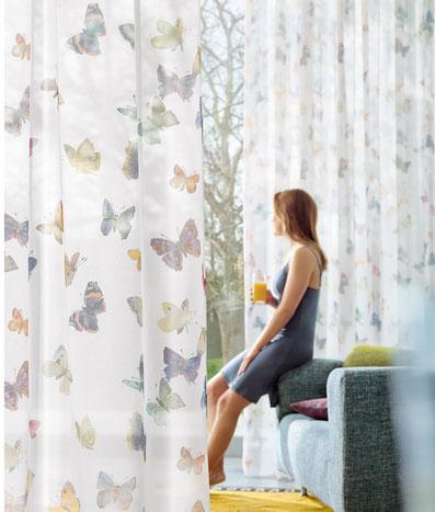 gardinen highlights im februar lassen fenster strahlen lamellen junker. Black Bedroom Furniture Sets. Home Design Ideas