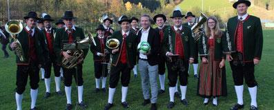 Mit dem Präsidenten des Kärntner Fußballverbandes Mag. Klaus Mitterdorfer