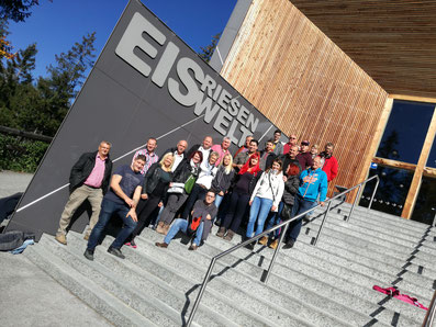 Gruppenfoto vor der Eisriesenwelt