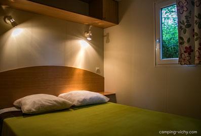 chambre parent confort flores camping croix st martin tourisme auvergne allier vichy