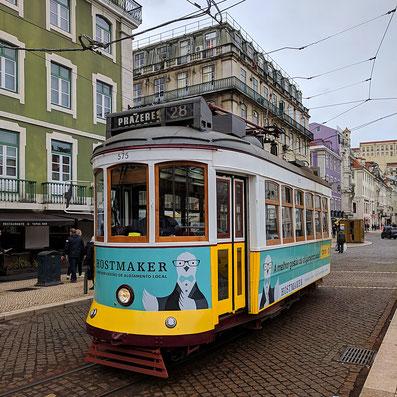 Strassenbahn E28 in Lissabon, Portugal