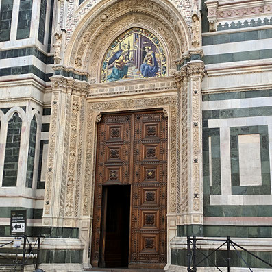 Der Eingang zur Kathedrale von Florenz