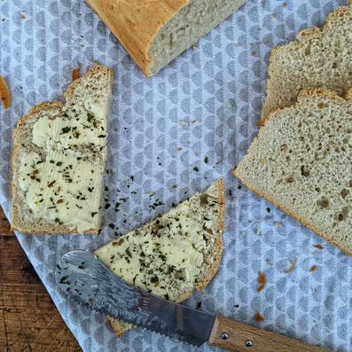 die Essklasse der alten Dorfschule - selbstgebackenes Dinkelbrot - zack zack Brot