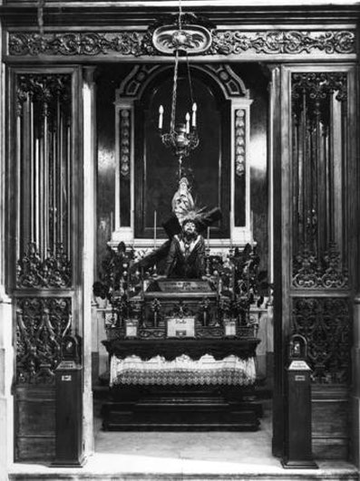 Aufnahme der Kapelle der Bartholomäusbrüderschaft in São Julião, kurz vor der Säkularisierung der Kirche.