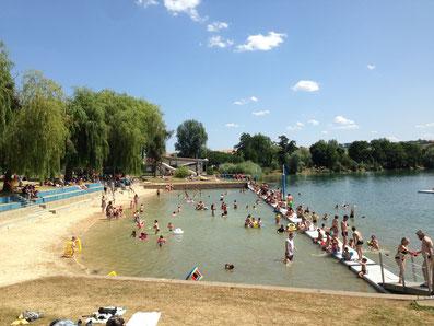 La base de loisirs de Douzy est la plus proche de Moulins, à 12 km