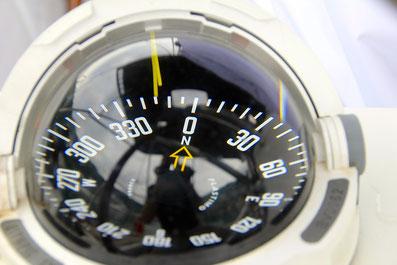 geographischer nordpol magnetisch nord missweisung winkel variation navigation flüssigkeitskompass kompass