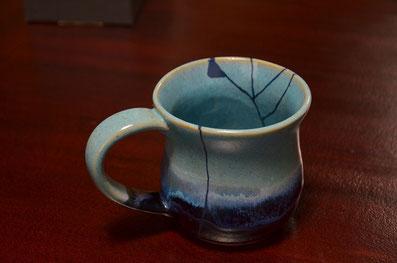 割れたコップに漆直し