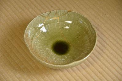 金継ぎをした鉢