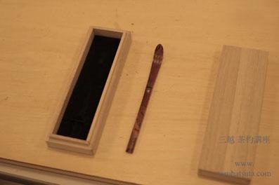 上り節、丸櫂先の茶杓は端正な匙形に