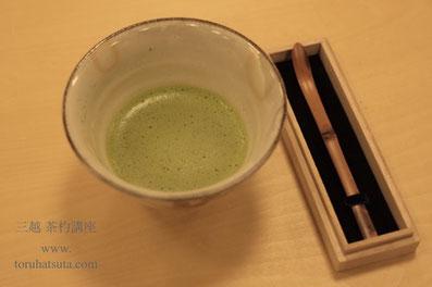 枇杷色の茶杓は撓めもゆるやかで高貴な佇まい