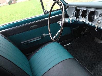 Oldtimer interieur bekleed turquoise klassieker