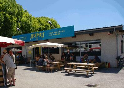 terrasse ensoleillée proche de Chambéry, à midi ou afterwork