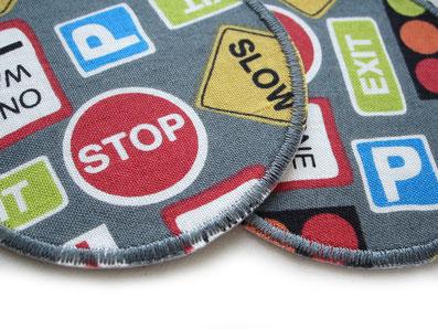 Bild: Hosenflicken für Kinder zum aufbügeln mit Verkehrszeichen Ampel Stop Auto grau
