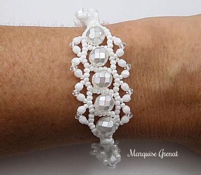 photo-bracelet-createur-tisse-blanc-mariage-porte-sur-poignet