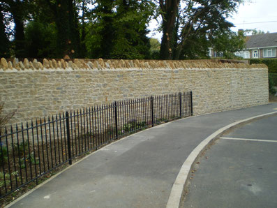 Natural stone wall - Dressed stone wall with cock and hens
