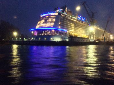Anthem Of The Seas in der Abenddämmerung