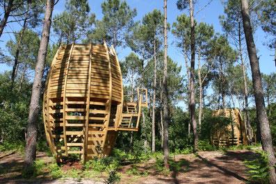 cabanes insolites dans les arbres autour de l'écologie