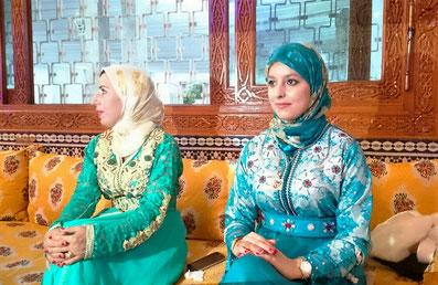 モロッコ女性/民族衣装「カフタン」/結婚式に出席の女性