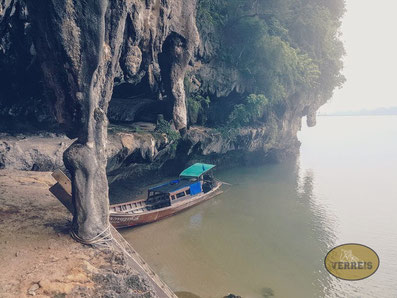 Boot bei Insel in Thailand