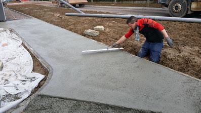 Etape 5 - Lissage du béton à la taloche - TTA