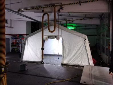 Nach wenigen Minuten steht das aufblasbare Zelt zur Verfügung