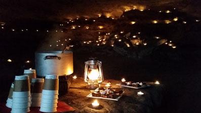 Glühweinempfang in der Lichterhöhle bei 200 Teelichtern