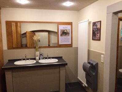 Vorraum Herrentoiletten am Kuhstall