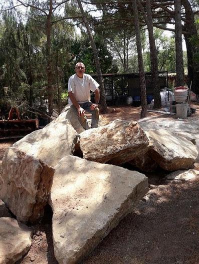 homme-sur-grosses-pierres