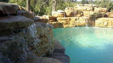 énorme-cascade-piscine