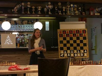 Melanie Ohme, Simultan bei der Schachvereinigung Blankenese